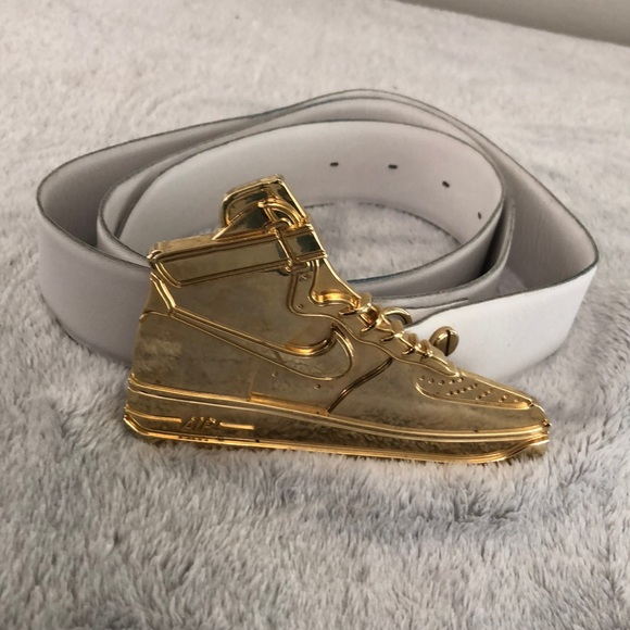 buy popular 3b658 32388 Men s Nike Air Jordan belt and gold belt buckle. M 5b510f1be9ec890b13b85dcc
